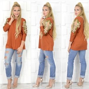 Gorgeous Rust Top with floral inlay on sleeves. L